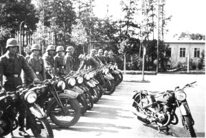 9 German motorcyclists training barracks WL Wehrmacht Luftwaffe number plate