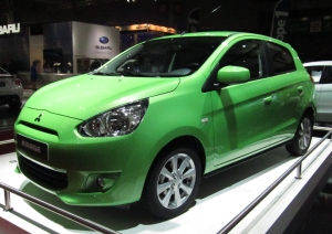 Mitsubishi_Mirage_(front_quarter)_green