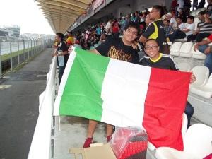 Walaupun Valentino Rossi hanya finish ke 5 wajah harus tetap ceria :)