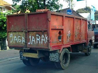 Jaga Jarak, tips aman berkendara, mobil, motor, safe riding