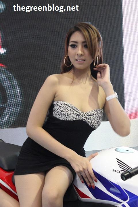 model cantik dan seksi di booth honda indonesia